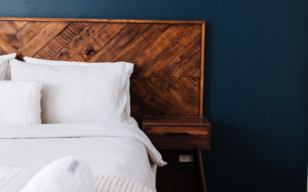Jakie wyposażenie sypialni cieszy się największą popularnością w Poznaniu? Gdzie kupujemy chętniej – stacjonarnie czy online?